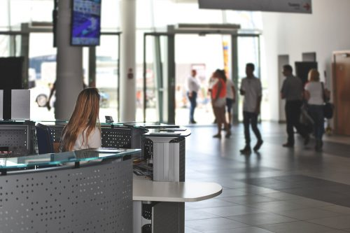 Personnel d'accueil : quels sont les différents statuts ?